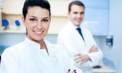 Plano odontológico com aparelho e manutenção
